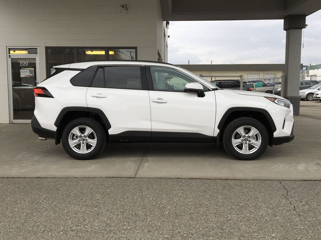 White[Super White] 2021 Toyota RAV4 XLE Right Side Photo in Kelowna BC