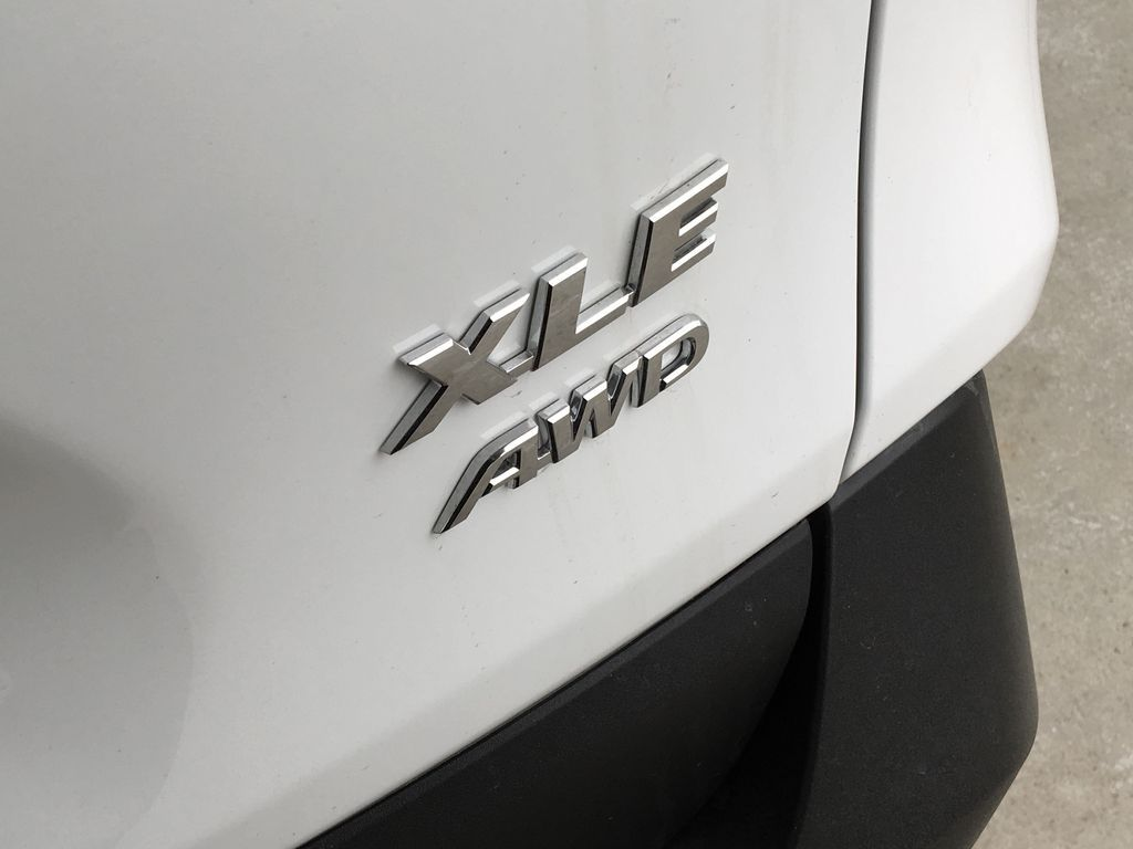 White[Super White] 2021 Toyota RAV4 XLE Trim Specific Photo in Kelowna BC