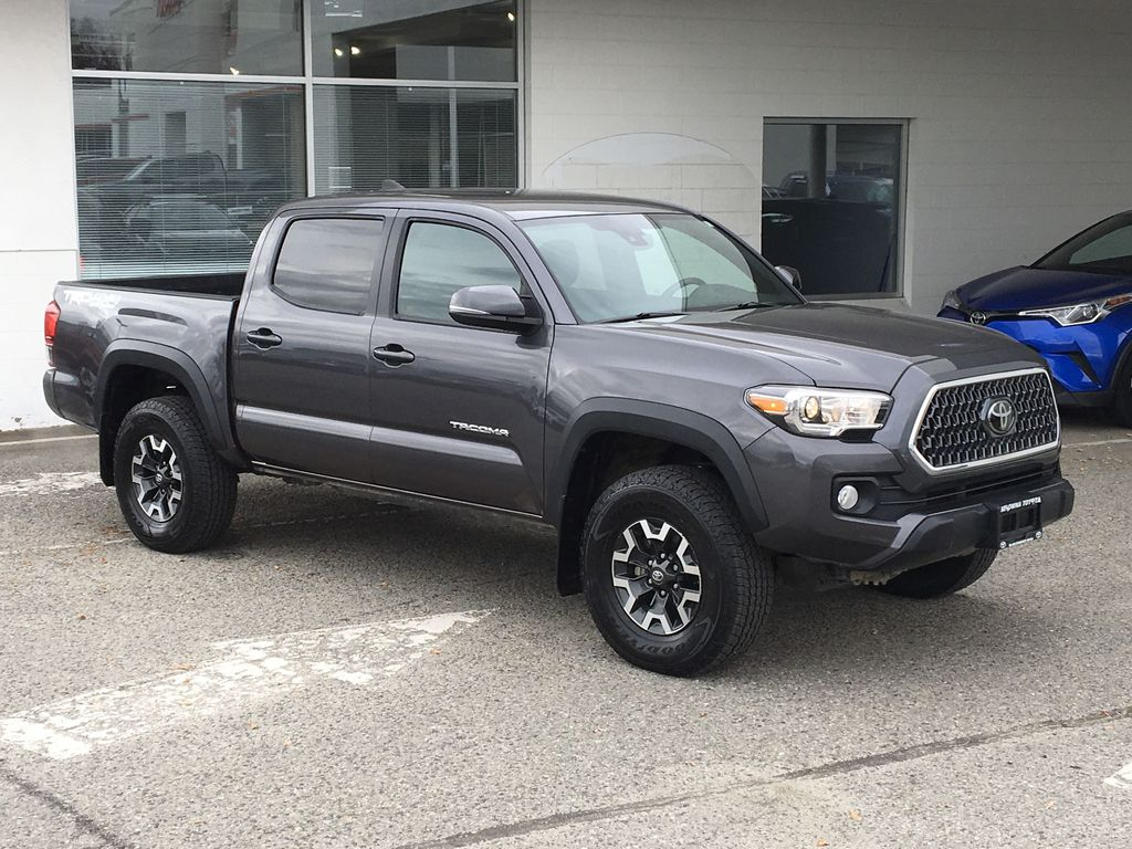 Gray[Cement Grey Metallic] 2018 Toyota Tacoma TRD Off Road Right Front Corner Photo in Kelowna BC