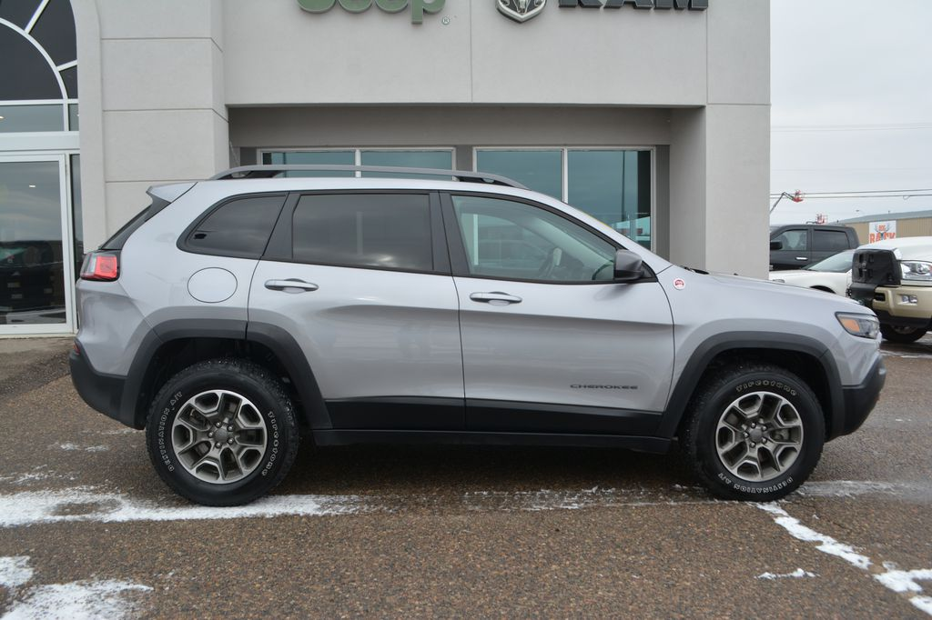 Silver 2020 Jeep Cherokee Right Side Photo in Bonnyville AB