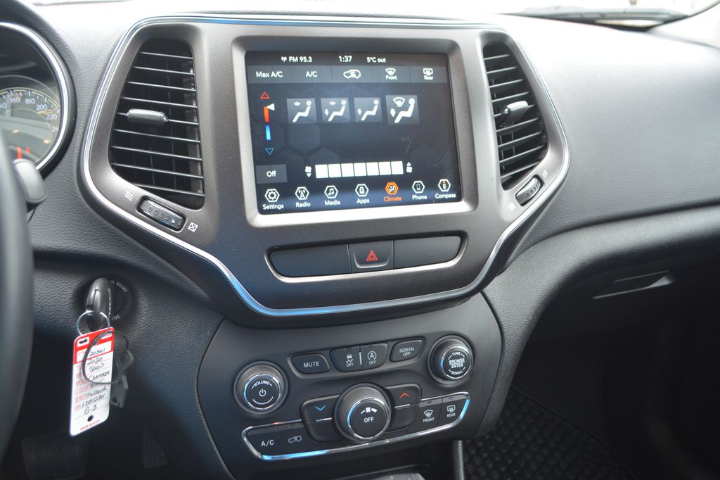 Silver 2020 Jeep Cherokee Central Dash Options Photo in Bonnyville AB