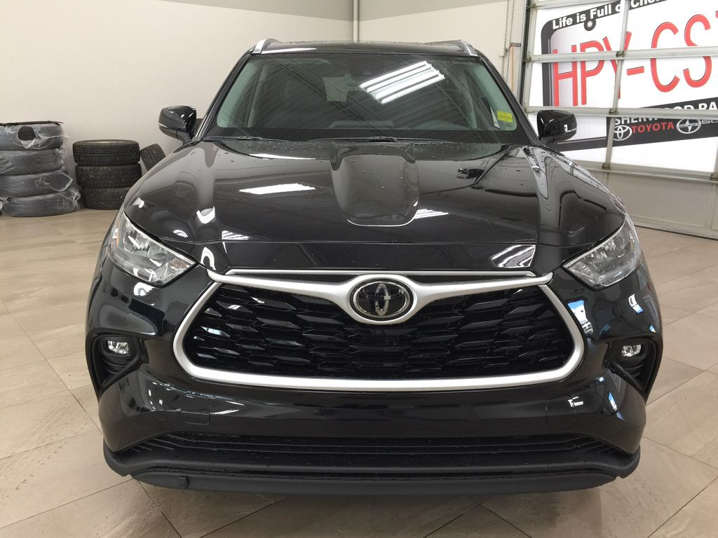 Black[Midnight Black Metallic] 2020 Toyota Highlander XLE Front Vehicle Photo in Sherwood Park AB