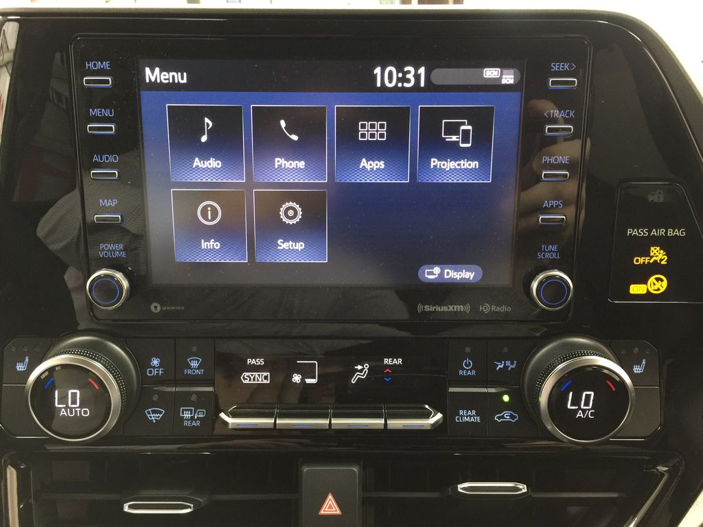 Black[Midnight Black Metallic] 2020 Toyota Highlander XLE Infotainment Closeup Photo in Sherwood Park AB