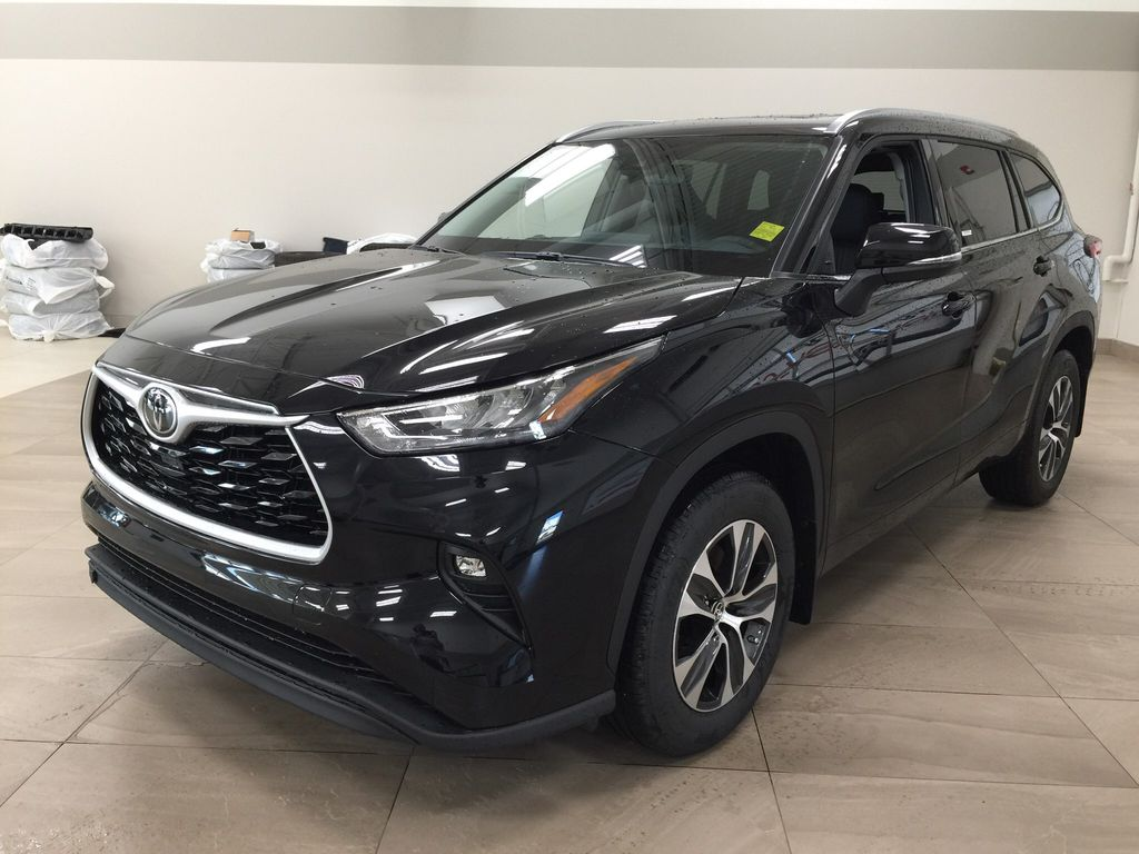 Black[Midnight Black Metallic] 2020 Toyota Highlander XLE Left Front Corner Photo in Sherwood Park AB