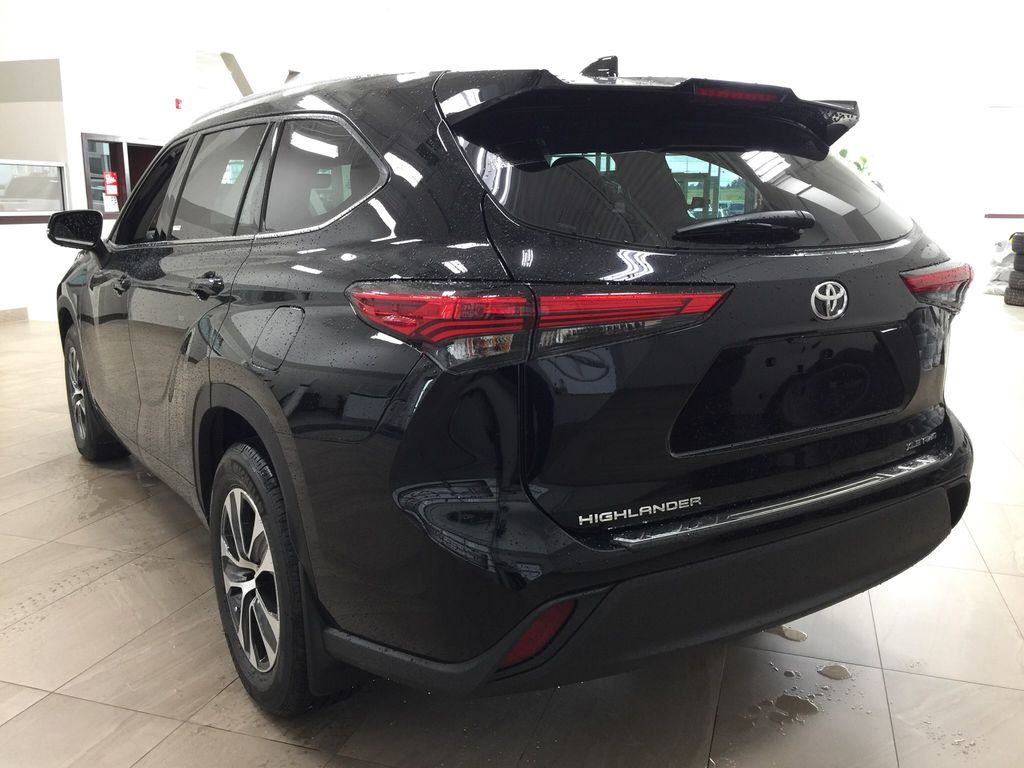Black[Midnight Black Metallic] 2020 Toyota Highlander XLE Left Rear Corner Photo in Sherwood Park AB