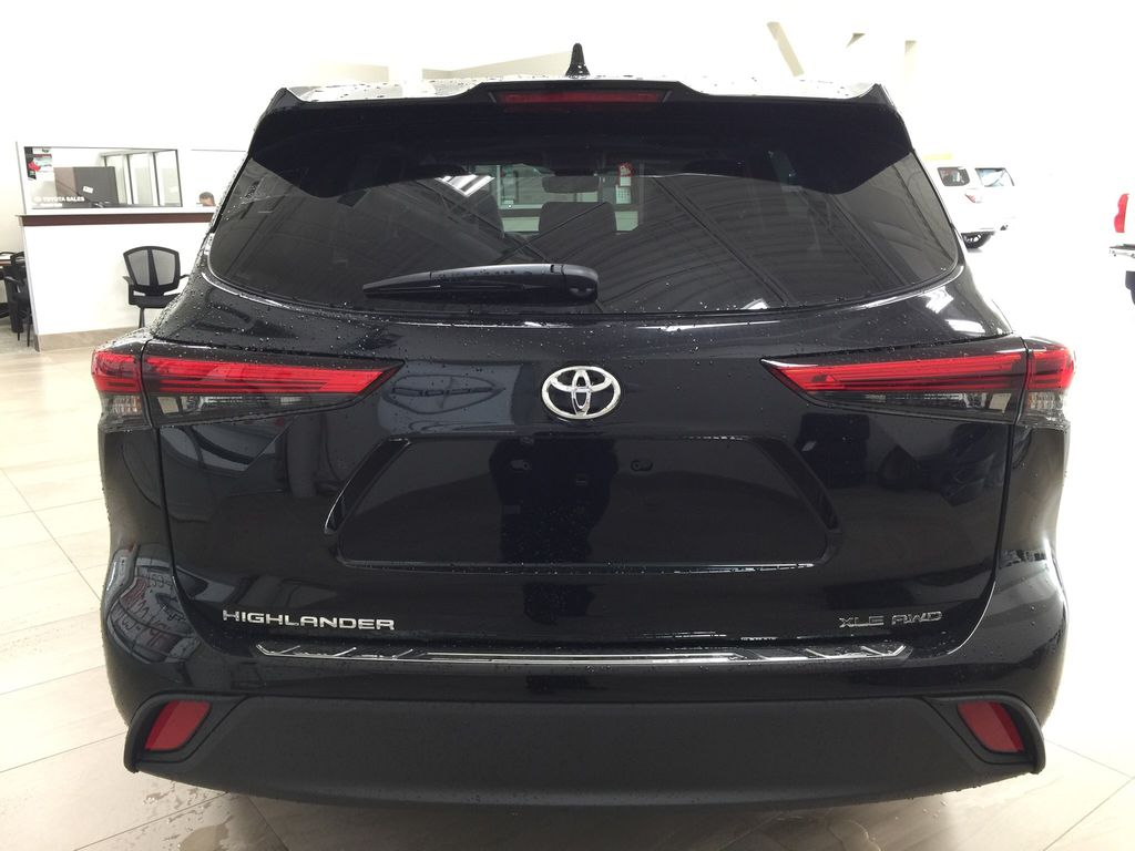 Black[Midnight Black Metallic] 2020 Toyota Highlander XLE Rear of Vehicle Photo in Sherwood Park AB
