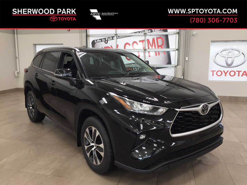 Black[Midnight Black Metallic] 2020 Toyota Highlander XLE