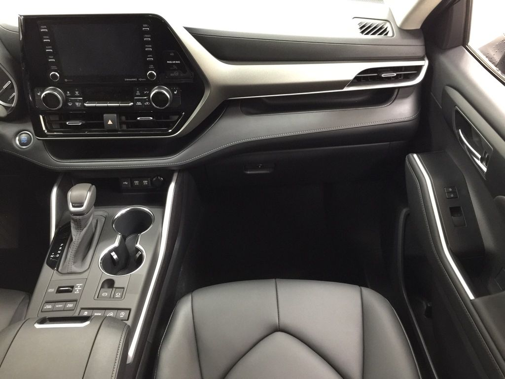 Black[Midnight Black Metallic] 2020 Toyota Highlander XLE Right Front Seat Photo in Sherwood Park AB