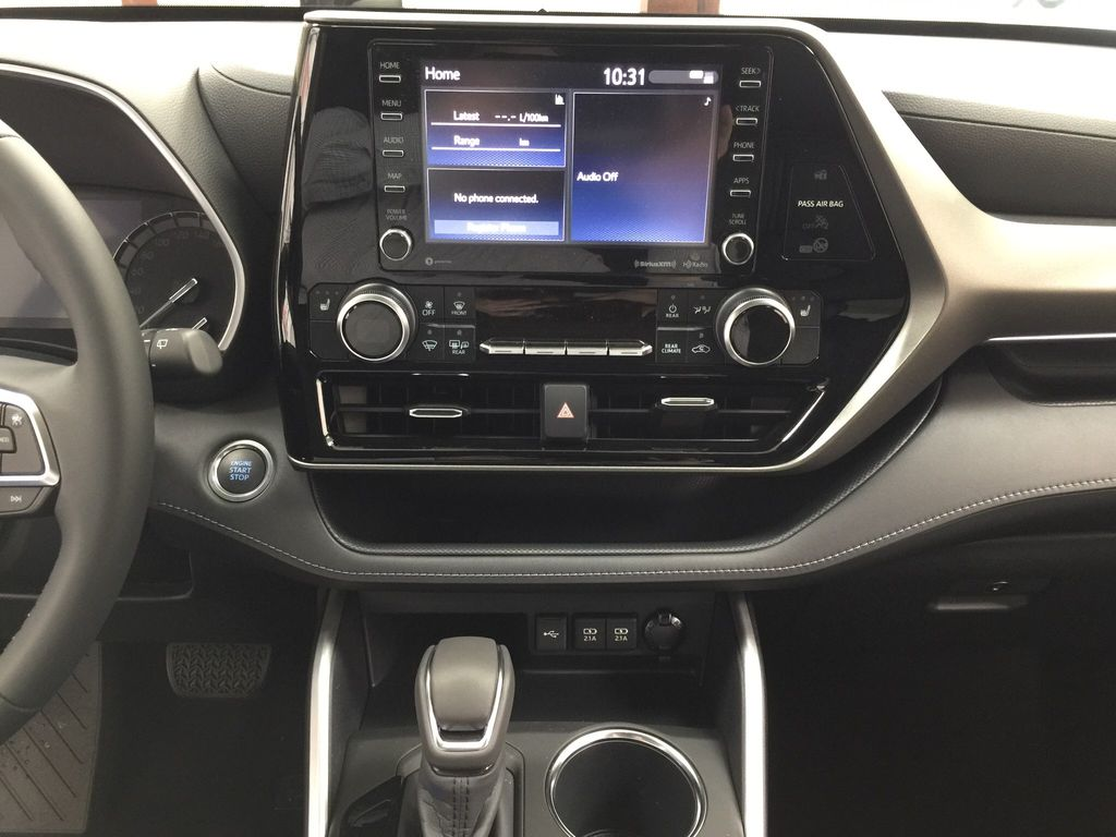 Black[Midnight Black Metallic] 2020 Toyota Highlander XLE Central Dash Options Photo in Sherwood Park AB