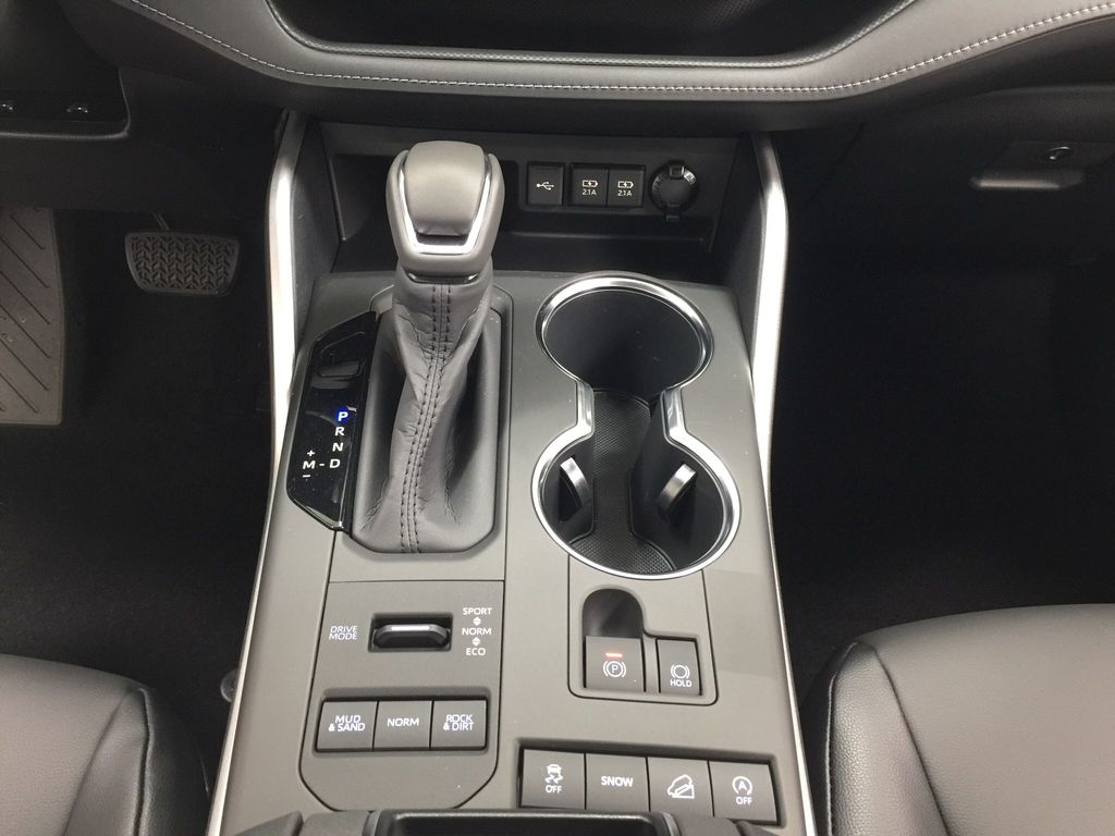 Black[Midnight Black Metallic] 2020 Toyota Highlander XLE Lower Dash Photo in Sherwood Park AB