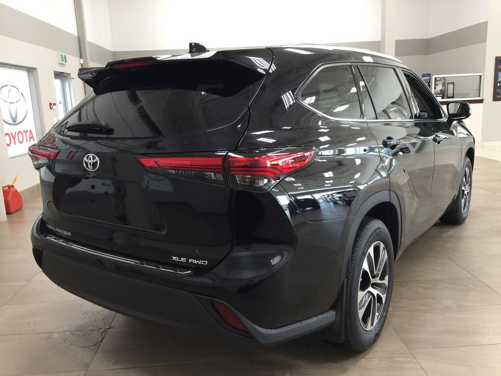 Black[Midnight Black Metallic] 2020 Toyota Highlander XLE Right Rear Corner Photo in Sherwood Park AB