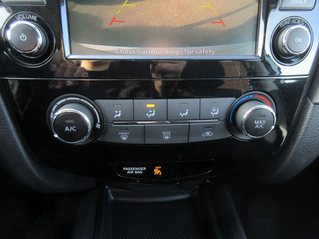 2019 Nissan Rogue Driver's Side Door Controls Photo in Okotoks AB