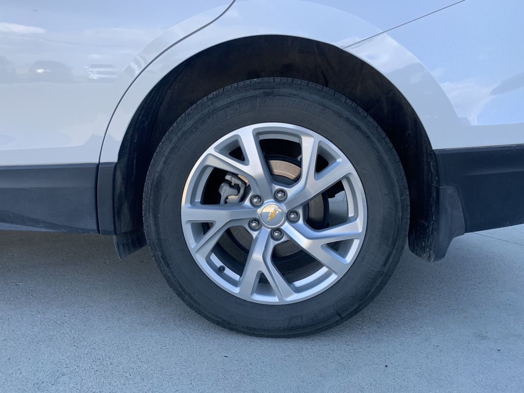 White[Iridescent Pearl Tricoat] 2018 Chevrolet Equinox Left Front Interior Photo in Fort Macleod AB