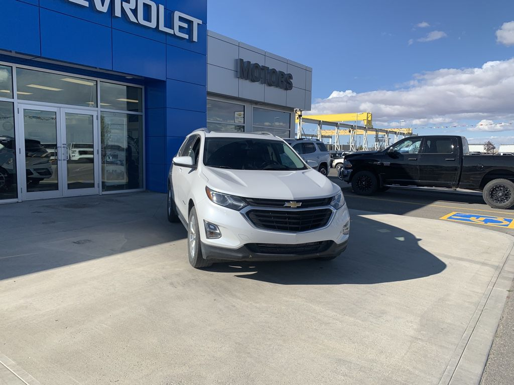 White[Iridescent Pearl Tricoat] 2018 Chevrolet Equinox Left Front Corner Photo in Fort Macleod AB