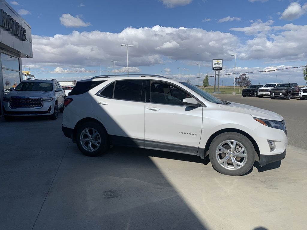 White[Iridescent Pearl Tricoat] 2018 Chevrolet Equinox Left Front Rim and Tire Photo in Fort Macleod AB