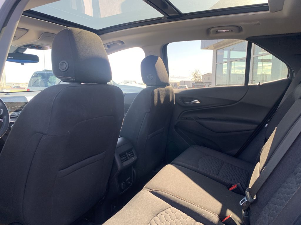 White[Iridescent Pearl Tricoat] 2018 Chevrolet Equinox Sunroof Photo in Fort Macleod AB