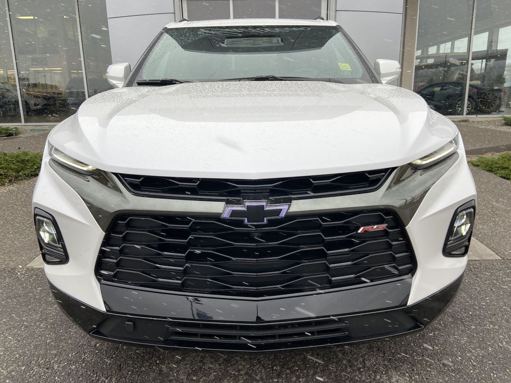 White[Iridescent Pearl Tricoat] 2021 Chevrolet Blazer RS Front Vehicle Photo in Calgary AB