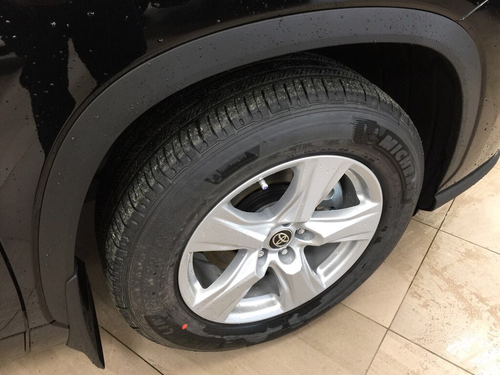 Black[Midnight Black Metallic] 2021 Toyota Highlander LE AWD Right Front Rim and Tire Photo in Sherwood Park AB