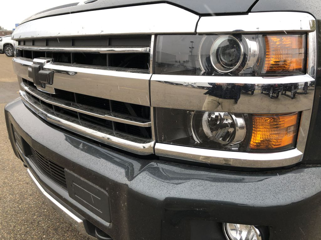 Gray[Graphite Metallic] 2019 Chevrolet Silverado 2500HD Left Front Head Light / Bumper and Grill in Edmonton AB
