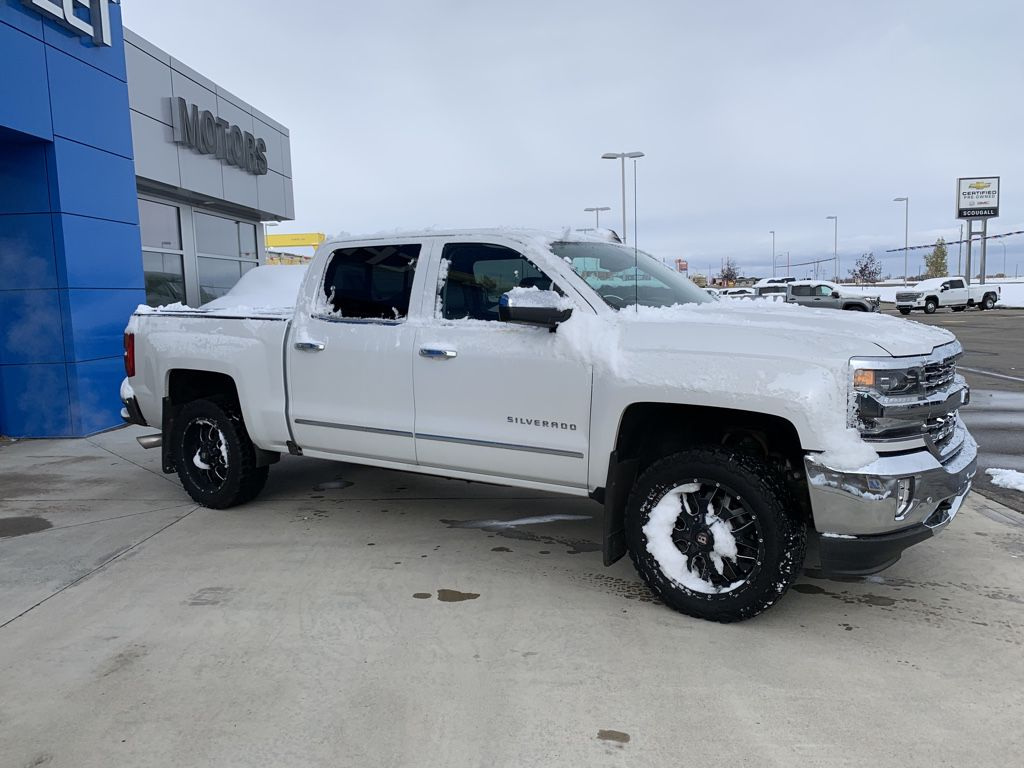 White[Iridescent Pearl Tricoat] 2018 Chevrolet Silverado 1500 Left Front Rim and Tire Photo in Fort Macleod AB