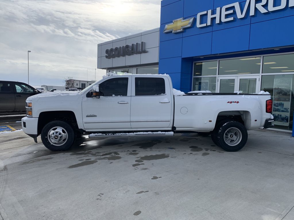 White[Iridescent Pearl Tricoat] 2019 Chevrolet Silverado 3500HD Sunroof Photo in Fort Macleod AB