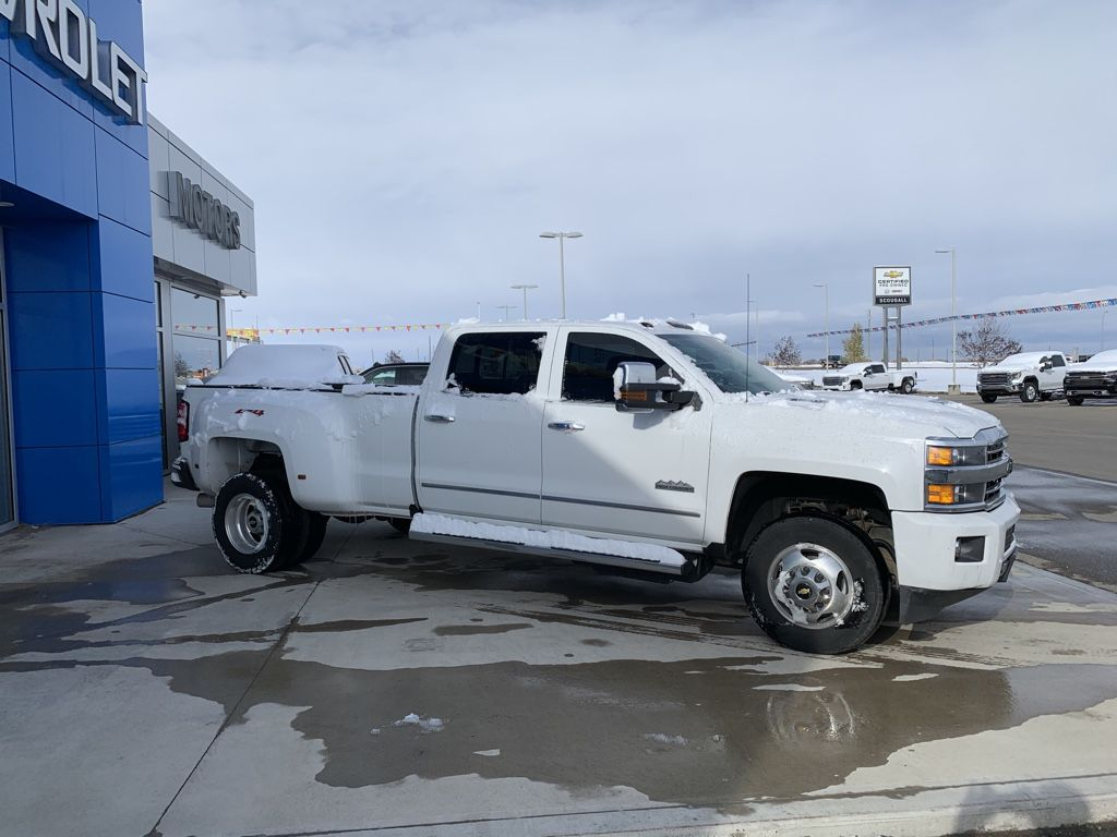 White[Iridescent Pearl Tricoat] 2019 Chevrolet Silverado 3500HD Left Front Rim and Tire Photo in Fort Macleod AB