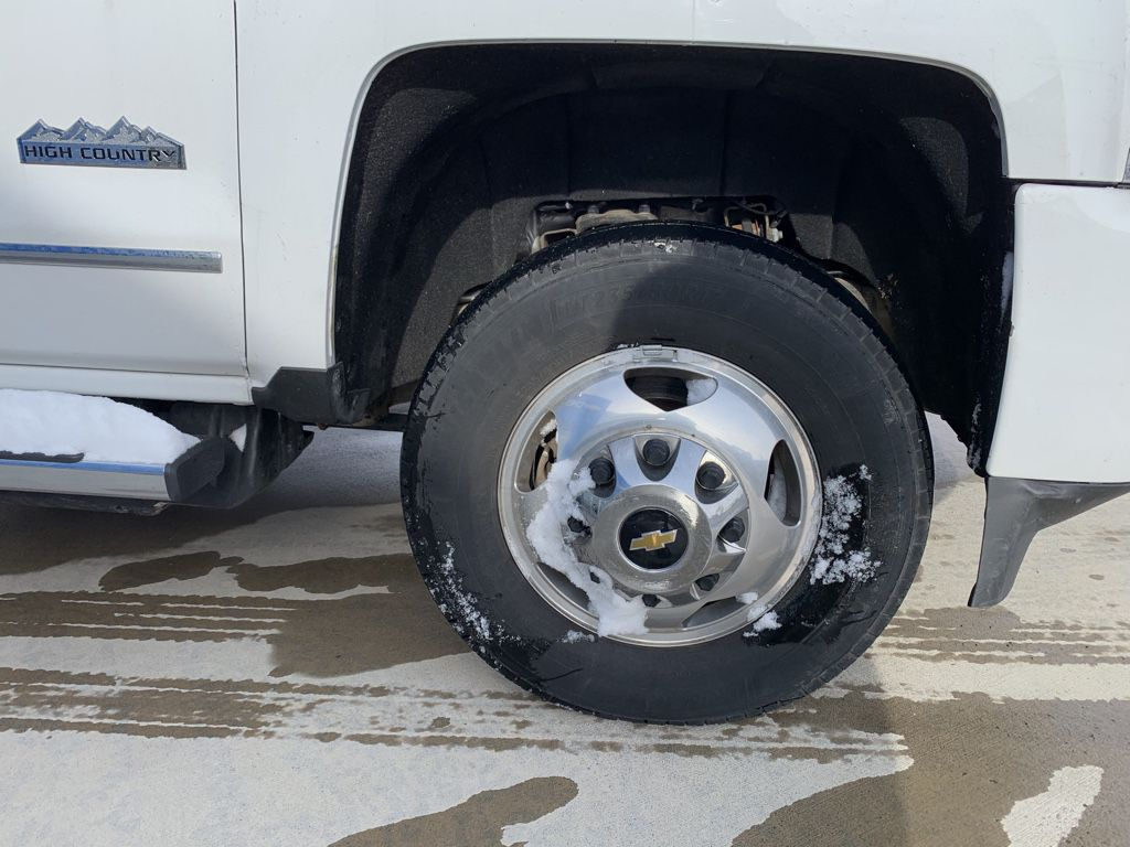 White[Iridescent Pearl Tricoat] 2019 Chevrolet Silverado 3500HD Left Front Interior Door Panel Photo in Fort Macleod AB