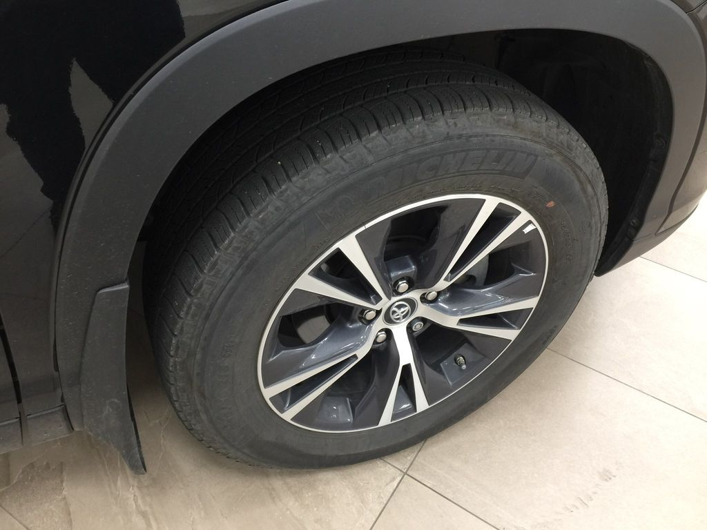 Black[Midnight Black Metallic] 2019 Toyota Highlander LE AWD Right Front Rim and Tire Photo in Sherwood Park AB