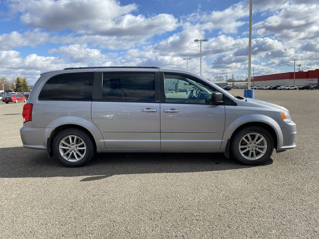 Silver[Billet Metallic] 2013 Dodge Grand Caravan4dr Wgn SXT *DVD* *Back-Up Cam* *Stow and Go* Right Side Photo in Brandon MB
