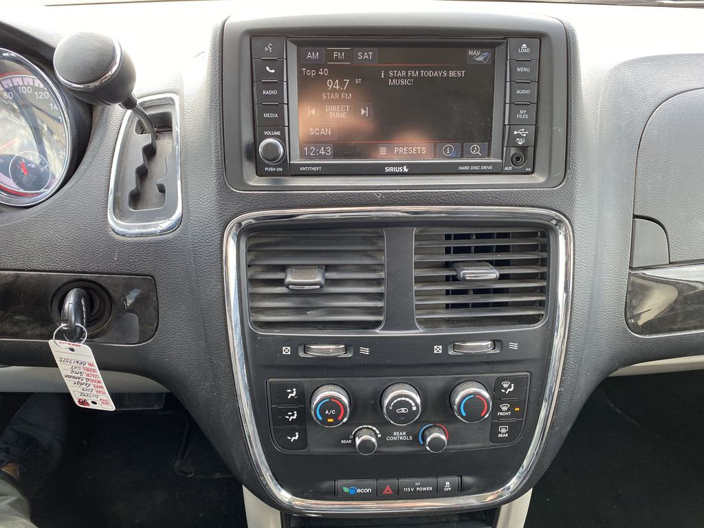 Silver[Billet Metallic] 2013 Dodge Grand Caravan4dr Wgn SXT *DVD* *Back-Up Cam* *Stow and Go* Central Dash Options Photo in Brandon MB