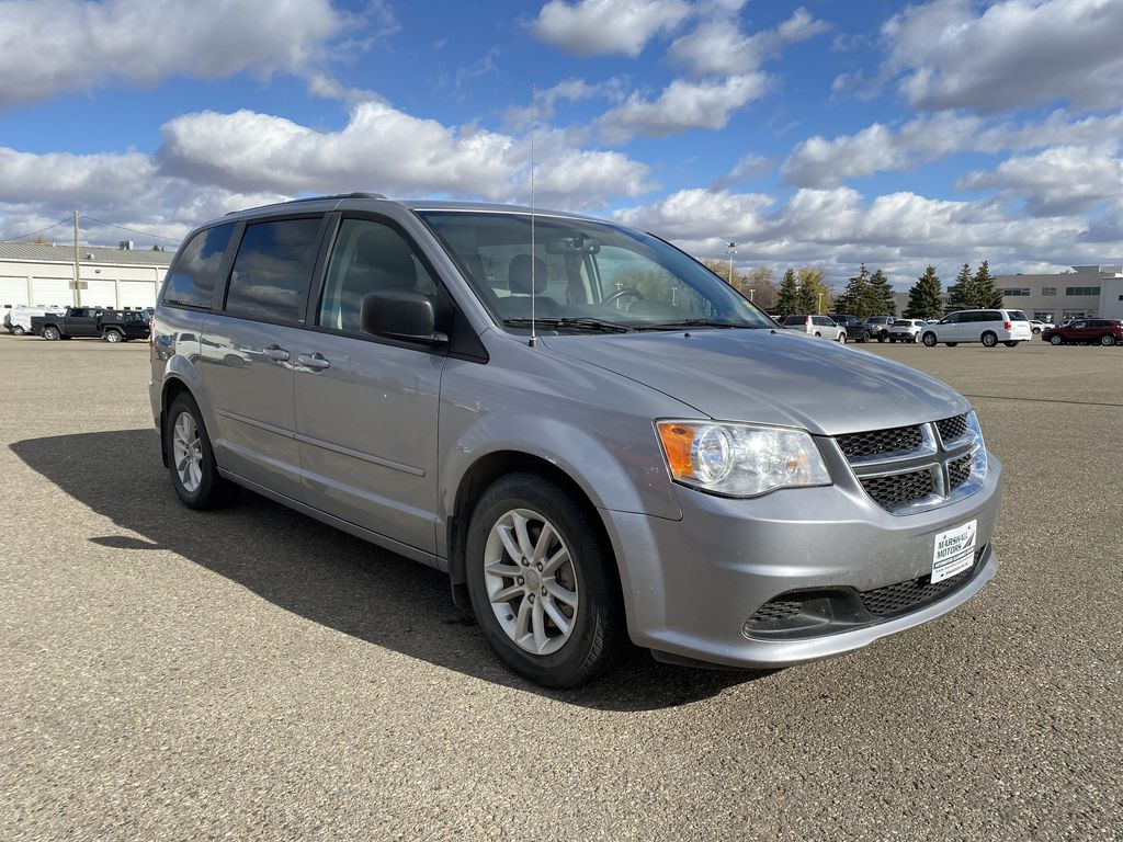 Silver[Billet Metallic] 2013 Dodge Grand Caravan4dr Wgn SXT *DVD* *Back-Up Cam* *Stow and Go* Right Front Corner Photo in Brandon MB