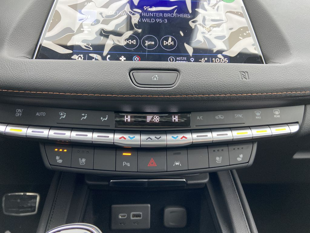 White[Crystal White Tricoat] 2021 Cadillac XT4 Sport Central Dash Options Photo in Calgary AB