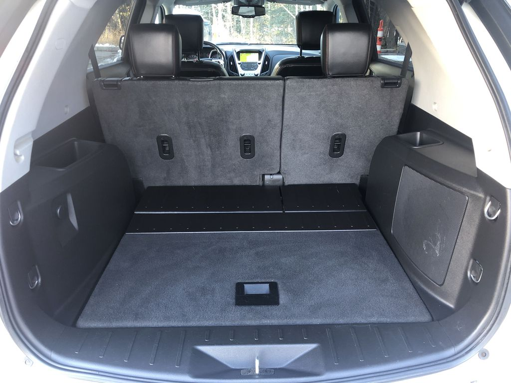 Gold[Champagne Silver Metallic] 2013 Chevrolet Equinox Trunk / Cargo Area Photo in Canmore AB