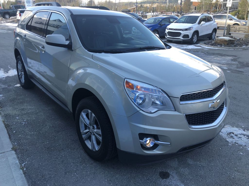 Gold[Champagne Silver Metallic] 2013 Chevrolet Equinox Right Front Corner Photo in Canmore AB