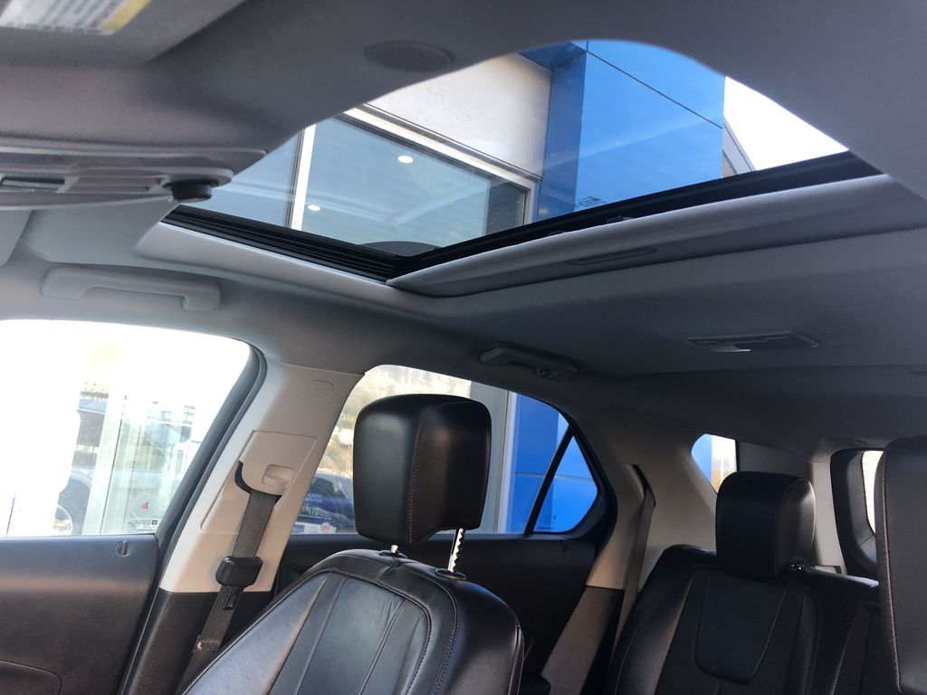 Gold[Champagne Silver Metallic] 2013 Chevrolet Equinox Sunroof Photo in Canmore AB