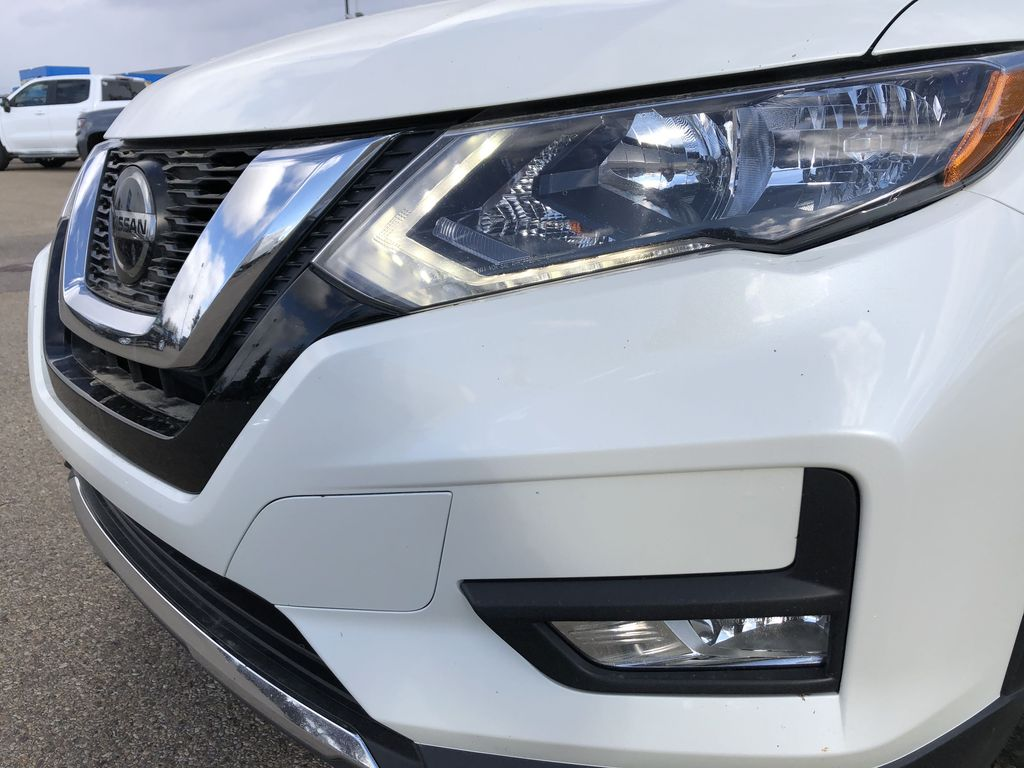 White[Glacier White] 2020 Nissan Rogue Left Front Head Light / Bumper and Grill in Edmonton AB
