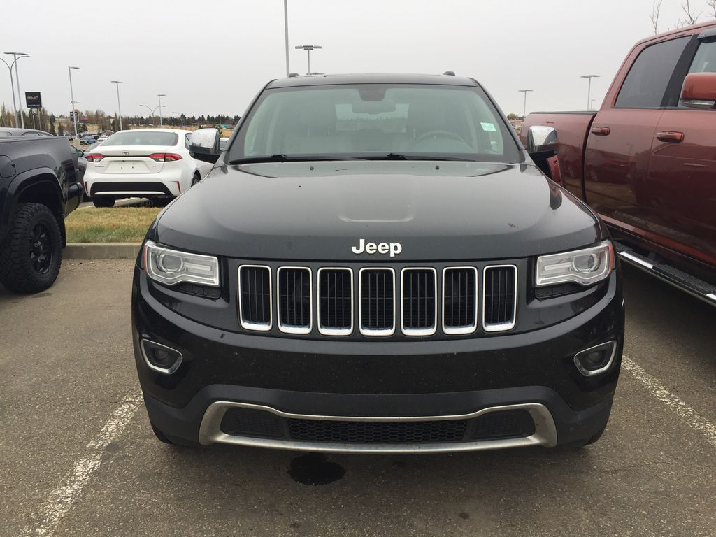 Green[Black Forest Green Pearlcoat] 2014 Jeep Grand Cherokee LIMITED / Panoramic Roof / 3.6L Left Side Photo in Sherwood Park AB