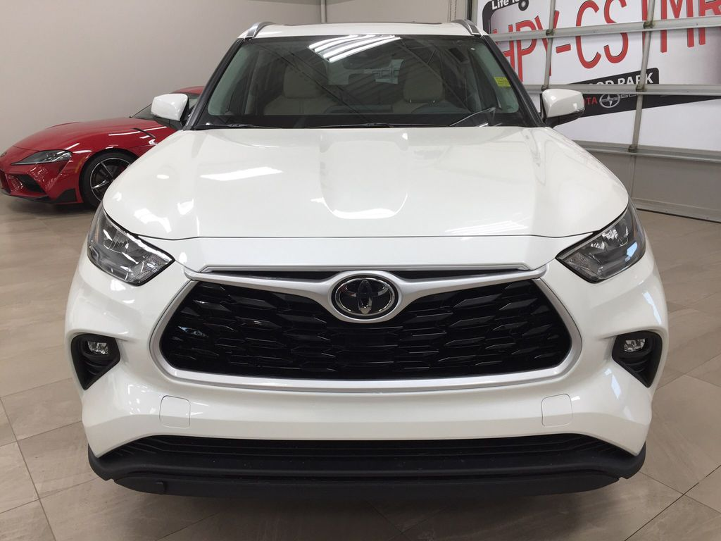 White[Blizzard Pearl] 2020 Toyota Highlander XLE Front Vehicle Photo in Sherwood Park AB