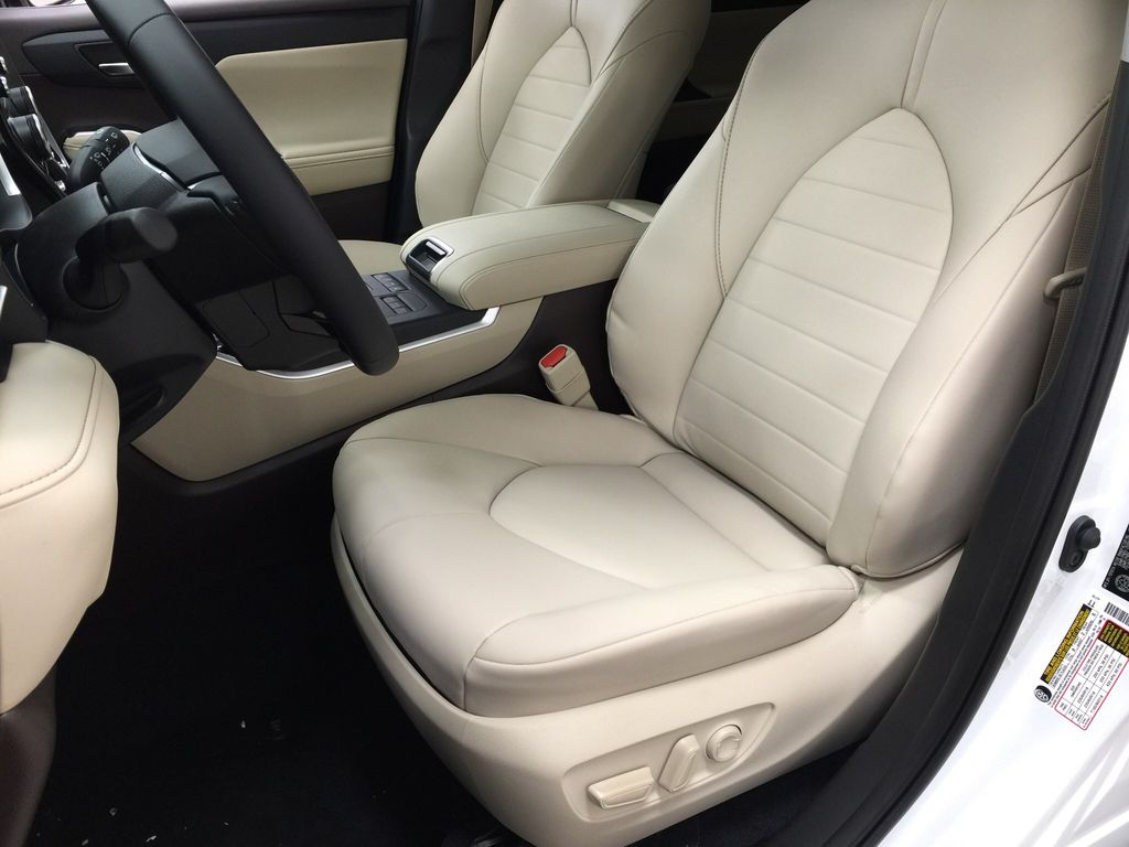 White[Blizzard Pearl] 2020 Toyota Highlander XLE Left Front Interior Photo in Sherwood Park AB