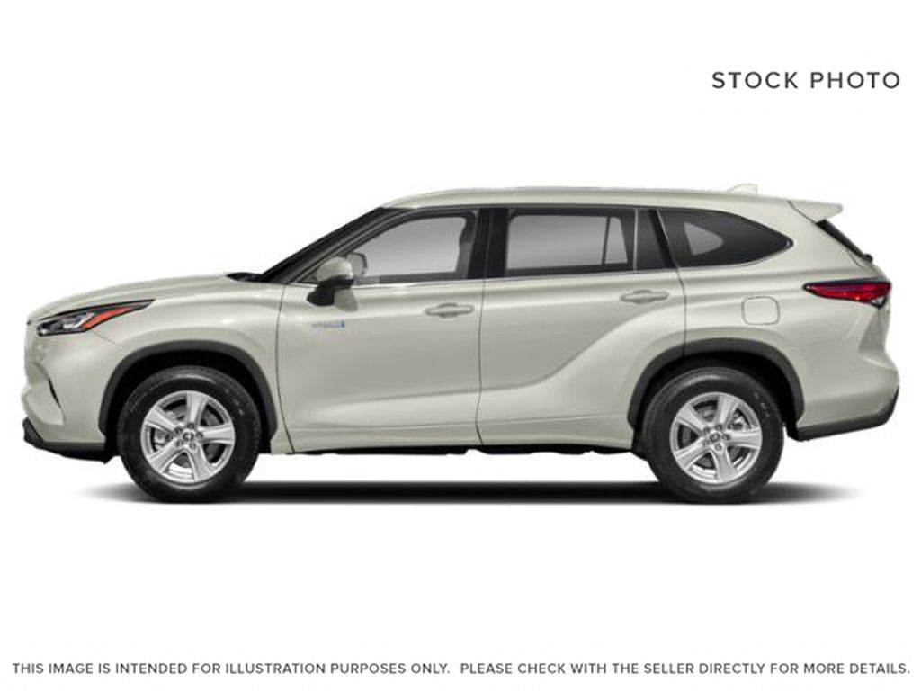 White[Blizzard Pearl] 2021 Toyota Highlander Hybrid XLE Left Side Photo in Kelowna BC