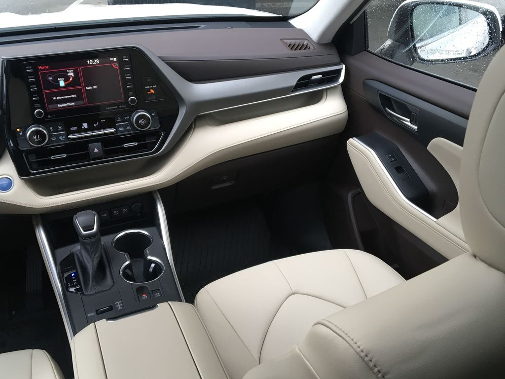 White[Blizzard Pearl] 2021 Toyota Highlander Hybrid XLE Right Side Front Seat  Photo in Kelowna BC