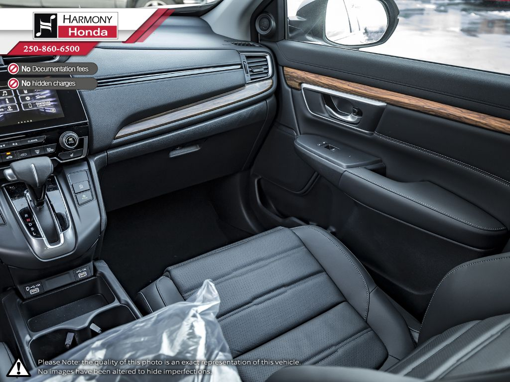 WHITE NH-883P 2020 Honda CR-V Right Side Front Seat  Photo in Kelowna BC