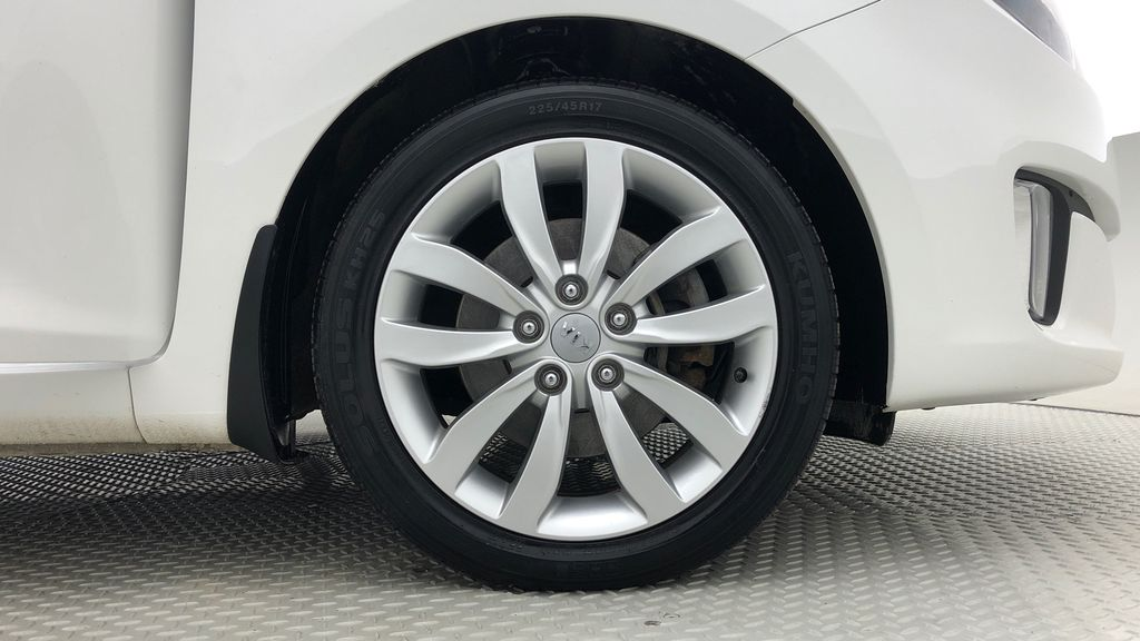 White[Polar] 2014 Kia Rondo EX Luxury - Leather, Heated Front / Rear Seats Right Front Rim and Tire Photo in Winnipeg MB