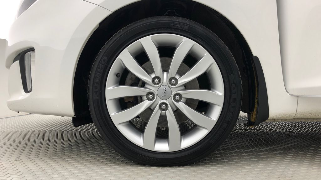 White[Polar] 2014 Kia Rondo EX Luxury - Leather, Heated Front / Rear Seats Left Front Rim and Tire Photo in Winnipeg MB