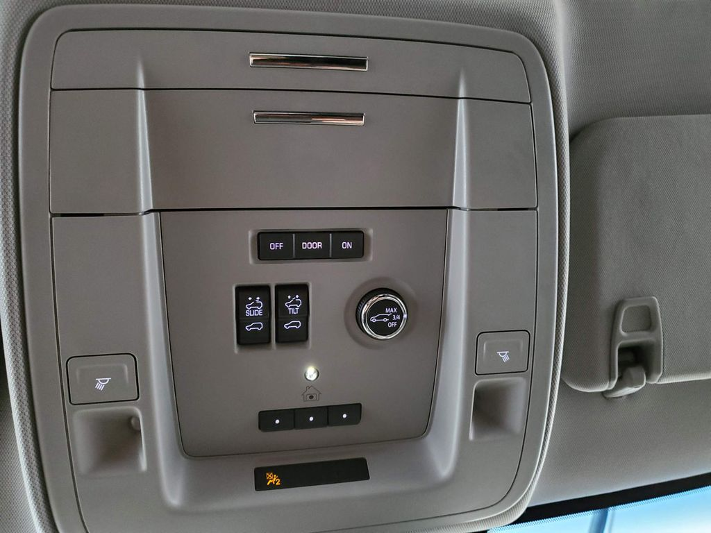 2020 GMC Yukon XL Radio Controls Closeup Photo in Airdrie AB