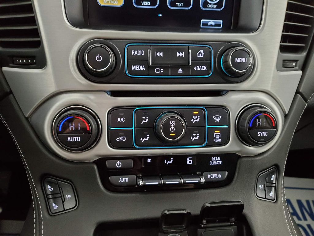 2020 GMC Yukon XL Steering Wheel and Dash Photo in Airdrie AB