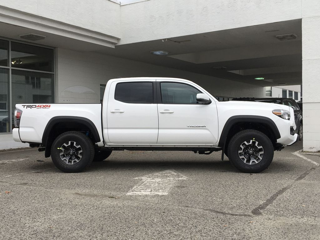 White[Super White] 2021 Toyota Tacoma TRD Off Road Right Side Photo in Kelowna BC