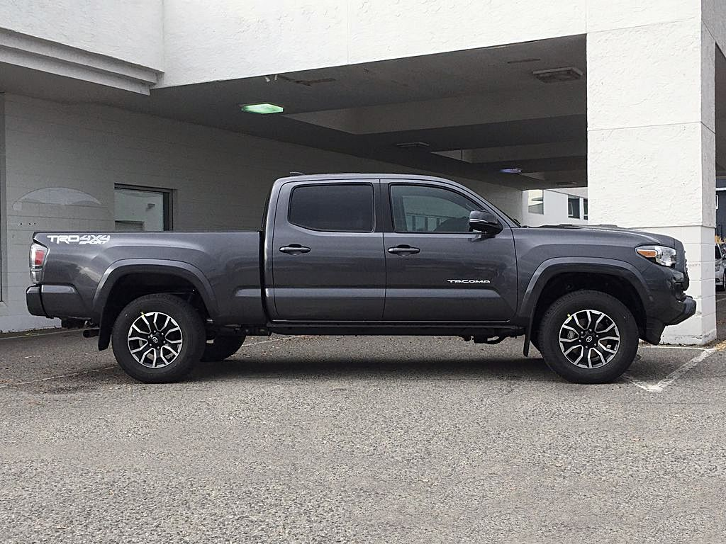Magnetic Grey Metallic 2021 Toyota Tacoma TRD Sport Right Side Photo in Kelowna BC