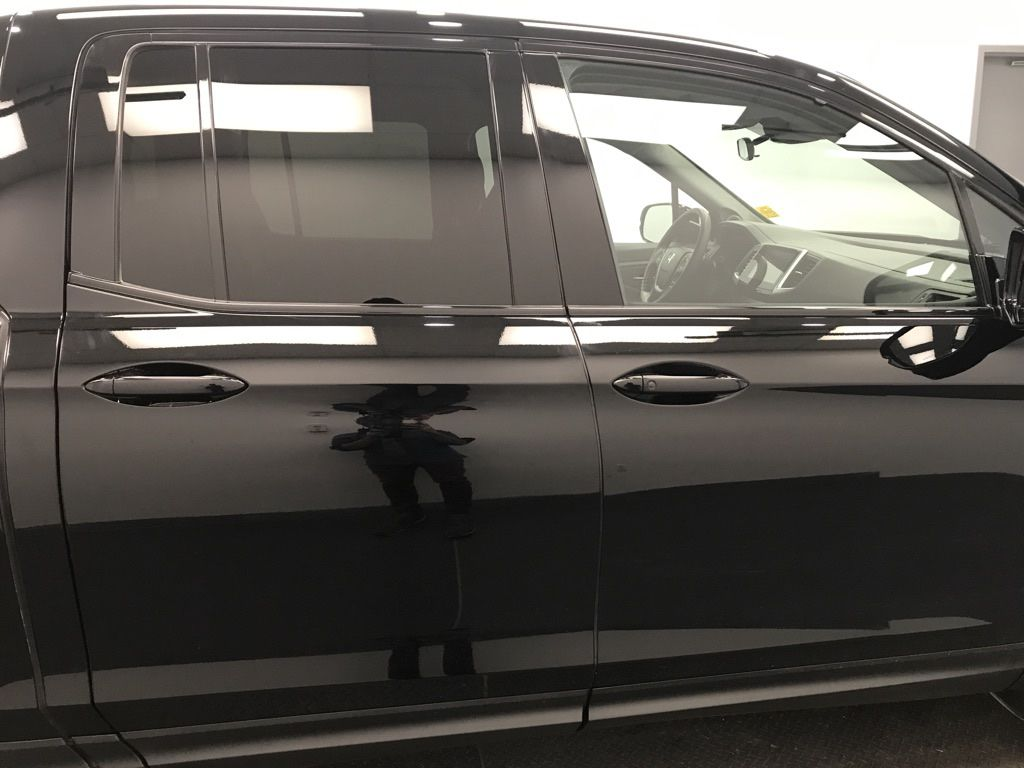 Black 2019 Honda Ridgeline Left Front Interior Door Panel Photo in Lethbridge AB