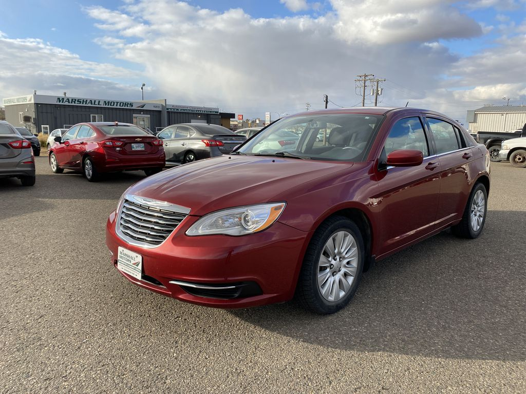 Maroon[Deep Cherry Red Crystal Pearl] 2013 Chrysler 200 4dr Sdn LX *Bluetooth* *Cruise* *A/C*